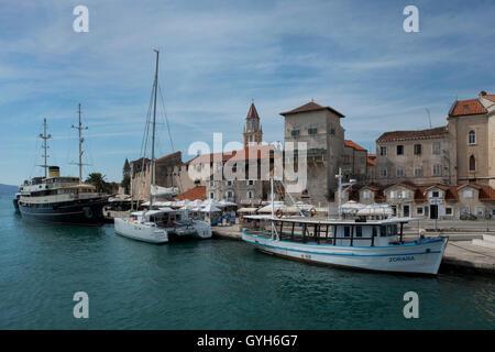 Riva / seafront promenade with harbor, Vitturi tower, city gate and ramperts. Old town of Trogir, World Heritage - Stock Photo