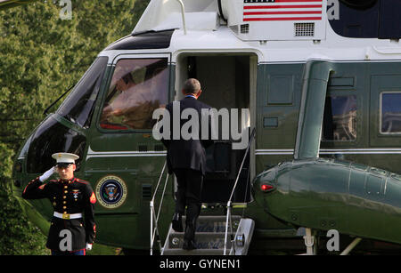 Washington DC, USA 18th Sep, 2016 United States President Barack Obama boards Marine One as he departs the White - Stock Photo