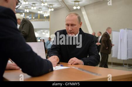 Moscow, Russia. 18th September, 2016. Russian President Vladimir Putin Russian prepares to votes at a polling station - Stock Photo