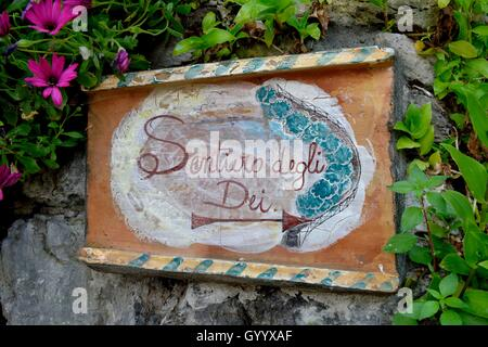 Sign post Sentiero degli dei, Way of the Gods, hiking trail in Nocelle, Amalfi Coast, Costiera Amalfitana, Province - Stock Photo