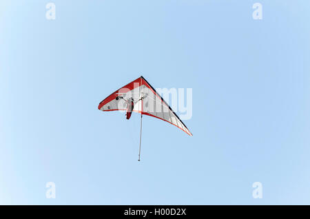 Summer vacations. Couple flying in hand glider, over the beach of Castellon de la Plana (Spain). Sunny day with - Stock Photo