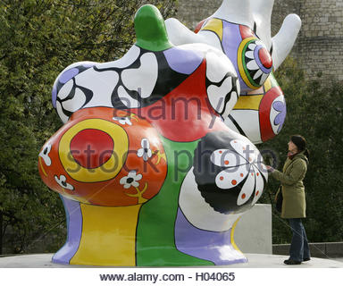 nanas street art by niki de saint phalle hannover lower. Black Bedroom Furniture Sets. Home Design Ideas