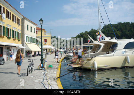 The waterfront in Gaios harbour on the island of Paxos. The Ionian Islands, The Greek Islands, Greece, Europe - Stock Photo