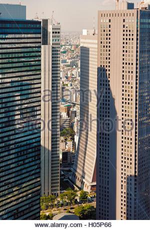 view of Shinjuku tall buildings 'Sompo Japan Building' an 'Shinjuku Mitsui Building' in Nishi-Shinjuku - Stock Photo