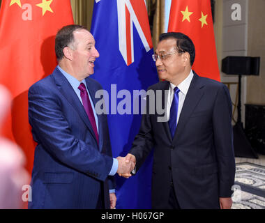 New York, USA. 19th Sep, 2016. Chinese Premier Li Keqiang (R) meets with his New Zealand counterpart John Key in - Stock Photo