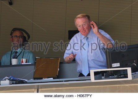 Los Angeles, California, USA. 15th Feb, 2008. Hall of Fame broadcaster Vin Scully waves to the crowd in the middle - Stock Photo