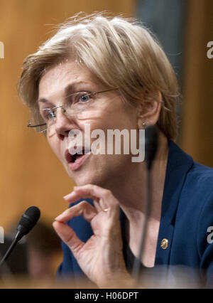 Washington, District of Columbia, USA. 20th Sep, 2016. United States Senator Elizabeth Warren (Democrat of Massachusetts) - Stock Photo