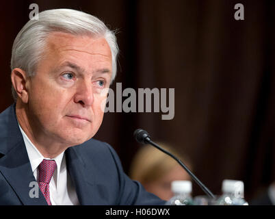 John G. Stumpf, Chairman and CEO, Wells Fargo & Company, testifies before the United States Senate Committee on - Stock Photo