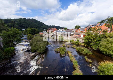Llangollen railway station and the river Dee - Stock Photo