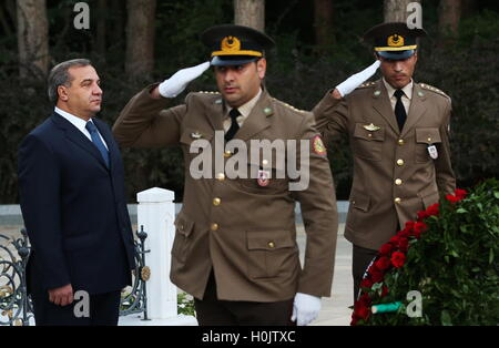 Baku, Azerbaijan. 20th Sep, 2016. Russia's Emergency Situations Minister Vladimir Puchkov (L) lays flowers at the - Stock Photo