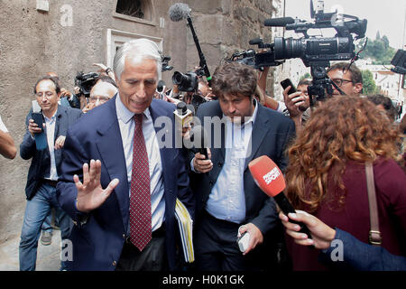 Roma, Italia. 21st Sep, 2016. President of CONI Giovanni Malago' leaves Campidoglio after waiting the Mayor for - Stock Photo