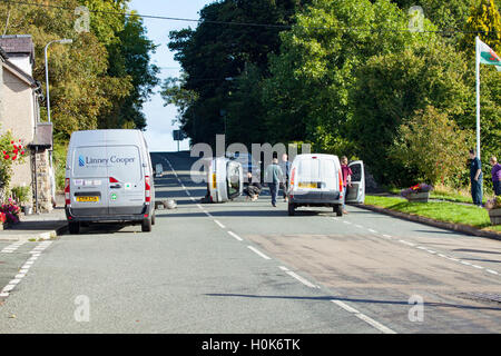 Tyn-Y-Groes, Conwy, Wales, UK 22nd September 2016. Overturned Car –  Overturned car appears to have hit stationary - Stock Photo