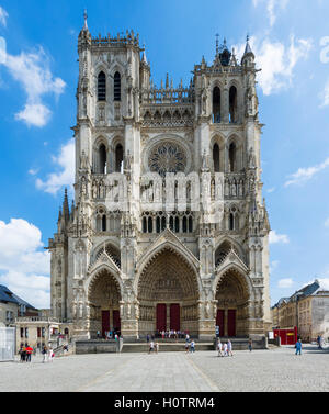 The west front of Amiens Cathedral (Cathédrale Notre-Dame d'Amiens), Amiens, Picardy, France - Stock Photo