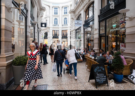 modern shopping centre in dutch colonial style oranjestad aruba stock photo 20490746 alamy. Black Bedroom Furniture Sets. Home Design Ideas