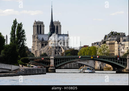 Paris, France. View from a boat on the river Seine. Passing the Notre Dame cathedral. Pont de Sully bridge in the - Stock Photo