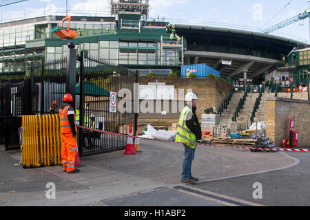 Wimbledon London, UK. 22nd Sep, 2016.  Work has started to install a new retractable weather roof on Court One of - Stock Photo