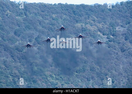 Gelendzhik, Russia. 22nd Sep, 2016. The Strizhi [Swifts] aerobatic team performs on the Mikoyan MiG-29 jet fighter - Stock Photo