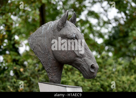 Celle, Germany. 16th Sep, 2016. A bronze horse head of Hanover stud Weltmeyer can be seen near the main stall at - Stock Photo