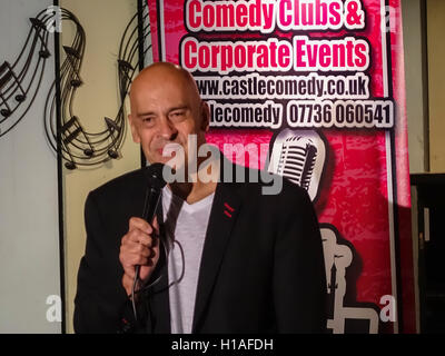 Henlow Bridge Lakes, Bedfordshire, UK. 22nd September, 2016, Comedian Mike Gunn plays to a full house at this popular - Stock Photo