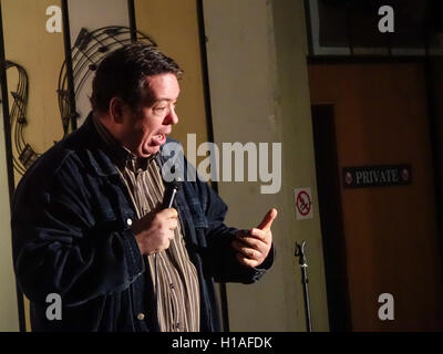 Henlow Bridge Lakes, Bedfordshire, UK. 22nd September, 2016, Comedian Matt Price and  plays to a full house at this - Stock Photo