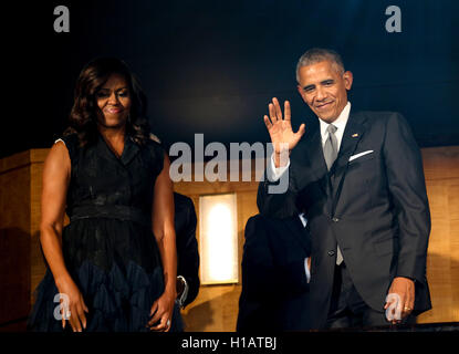 Washington, Us. 23rd Sep, 2016. US President Barack Obama and First Lady Michelle Obama attend a performance at - Stock Photo