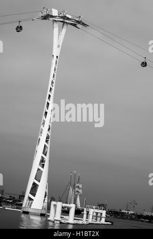 LONDON, UK – SEPTEMBER 7TH, 2014: The London Cable Car (otherwise known as the Emirates Cable Car) transporting - Stock Photo