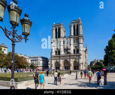 Notre Dame, Paris. West Front of Notre-Dame Cathedral (Notre-Dame de Paris), Île de la Cité, Paris, France - Stock Photo