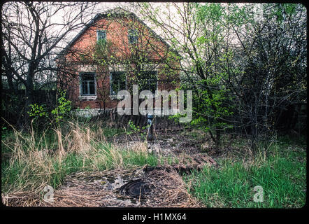 Contaminated village and Varovitchi evacuated after the Chernobyl nuclear accident, Ukraine, May 1995. - Stock Photo