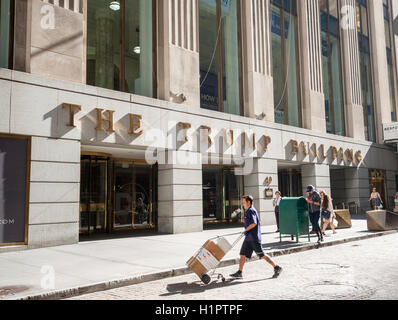 The Trump Building at 40 Wall Street on Friday, September 23, 2016. The skyscraper was formerly the Bank of Manhattan - Stock Photo