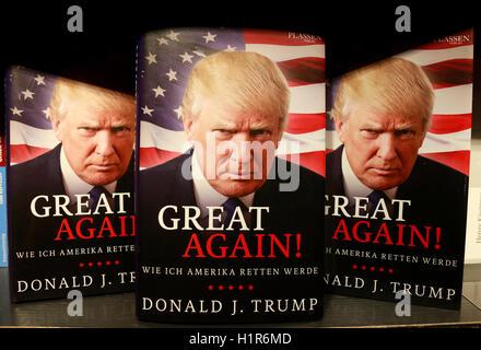 Donald Trump auf einem Buchcover - Symbolbild zum Praesidentschaftswahlkampf in den USA, Berlin. - Stock Photo