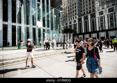 The Apple store on Fifth Avenue in New York on Tuesday, September 13, 2016. The new iPhone 7 and 7 plus is scheduled - Stock Photo
