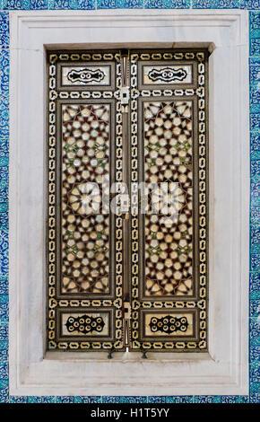 Iznik tile patern from the Topkapı Palace in Istanbul, Turkey - Stock Photo
