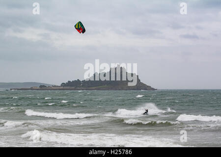 Marazion, Cornwall, UK. 24th Sep, 2016. UK Weather. Strong southerly winds being enjoyed by kite surfers at Marazion, - Stock Photo