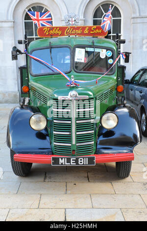 London, UK. 25th September, 2016. A vintage Bedford truck on display at the Pearly Kings and Queens Harvest Festival, - Stock Photo