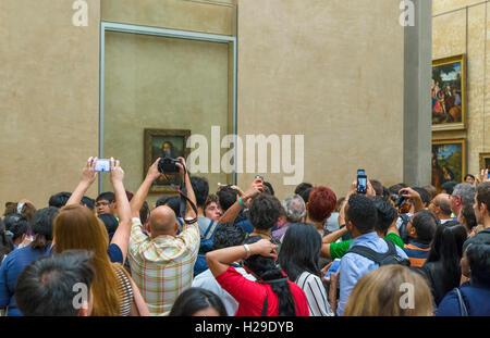 Crowds of visitors trying to photograph Leonardo da Vinci's 'Mona Lisa', Musee du Louvre, Paris, France - Stock Photo