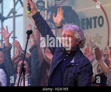 Palermo, Italy. 25th September, 2016. Beppe Grillo, founder of the Movimento 5 Stelle (Five Star Movement), speaks - Stock Photo