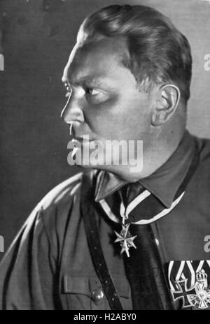 HERMANN GOERING (1893-1946) WWI German fighter pilot and Nazi military leader in 1932. He is wearing the Pour le - Stock Photo