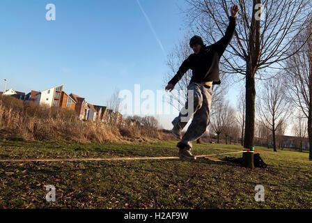 Andy Marland slack slacker slacklining Milton Keynes MK Big: Rock: Climbing jump jumping climb rock crag indoor - Stock Photo
