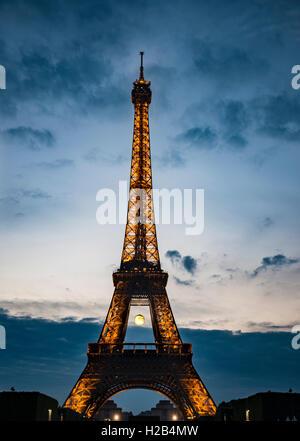 Eiffel Tower at sunset, Tour Eiffel, SETE – illuminations Pierre Bideau, Paris, Ile-de-France, France - Stock Photo