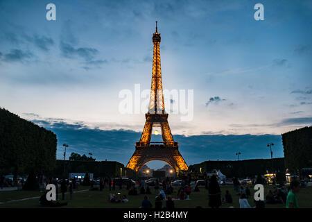 Eiffel Tower at dusk, Tour Eiffel, SETE – illuminations Pierre Bideau, Paris, Ile-de-France, France - Stock Photo