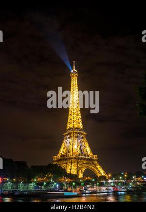 Eiffel Tower and River Seine at night, Tour Eiffel, SETE – illuminations Pierre Bideau, Paris, Ile-de-France, France - Stock Photo