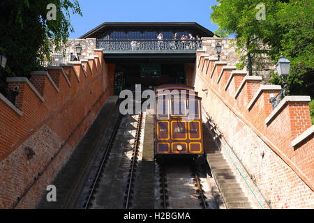 The Siklo funicular in Budapest that runs from the top of Castle Hill to the Lanchid - Stock Photo