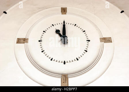 Art deco clock in the waiting hall at Versailles–Chantiers train station - Stock Photo