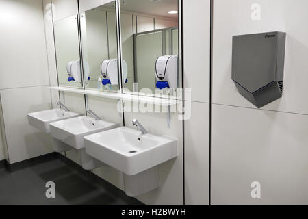 Sinks and soap dispensers Guys Hospital Cancer Centre in Southwark, South London, England, UK  KATHY DEWITT - Stock Photo