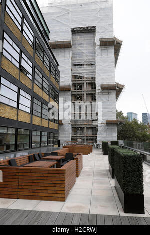 Roof Garden Patio outside the Warehouse at The Bower office complex, Old Street, Tech City, London EC1 UK  KATHY - Stock Photo