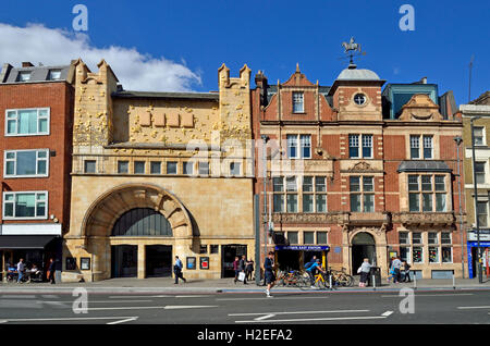 London, England, UK. Whitechapel Gallery (formerly the Passmore Edwards Library) on Mile End Road. - Stock Photo