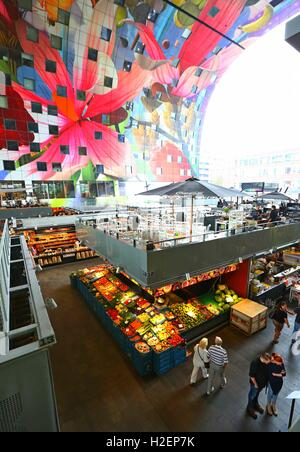 Rotterdam. 21st Sep, 2016. Photo taken on Sept. 21, 2016 shows the inside of the Markthal indoor food market in - Stock Photo