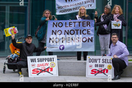 Liverpool, Merseyside, UK. 27th September, 2016. Don't buy the Sun newspaper campaigners lobby delegates. 27 years - Stock Photo