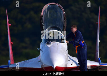 Zhuhai, China's Guangdong Province. 28th Oct, 2016. Pilot of the Russian aerobatic team 'Swifts' gets off the plane - Stock Photo