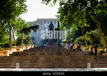 Azerbaijan, Baku. Nizami Park and statue in central Baku. - Stock Photo